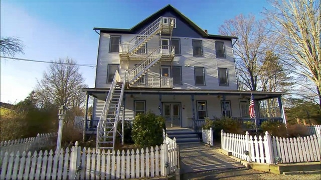 Hotel Hell | River Rock Inn