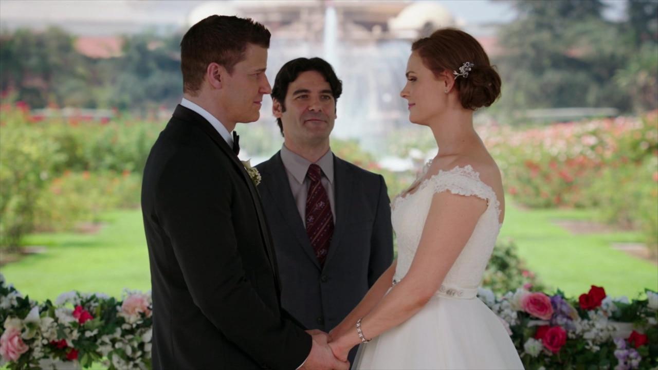 girlfriends guide to divorce episode 1 cast