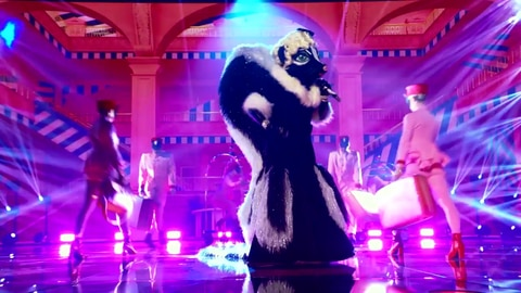 """The Masked Singer S6 Skunk performs """"Diamonds"""" By Sam Smith 2021-09-21"""