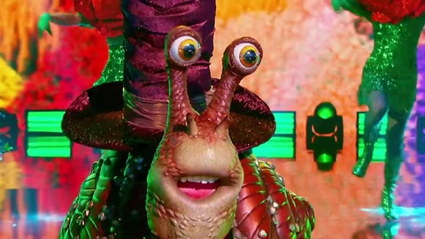 """The Masked Singer S5 Snail Performs """"You Make My Dreams (Come True)"""" By Hall & Oates 2021-03-10"""