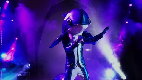 "The Masked Singer S5 Orca Performs ""Every Rose Has Its Thorns"" by Poison 2021-04-13"
