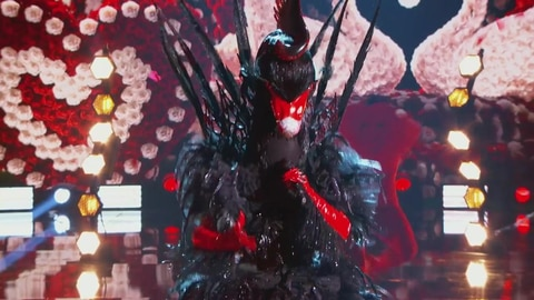 "The Masked Singer S5 Black Swan Performs ""Do I Do"" by Stevie Wonder 2021-05-04"